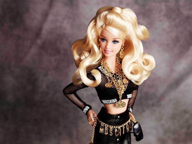 NET-A-PORTER.COM LANCIA L'ESCLUSIVA CAPSULE COLLECTION BARBIE ® MOSCHINO