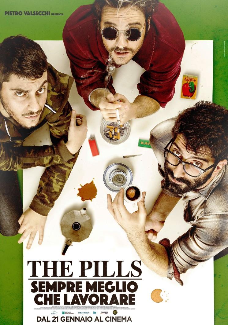 """""""THE PILLS – SEMPRE MEGLIO CHE LAVORARE"""", DIVERTENTE COMMEDIA DALLA SERIE CHE HA SPOPOLATO SUL WEB"""