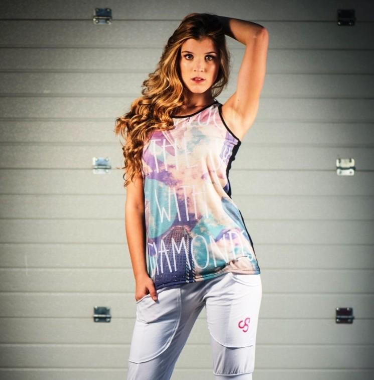Look giovane e trendy della nuova collezione fitness e streetwear Anniluce