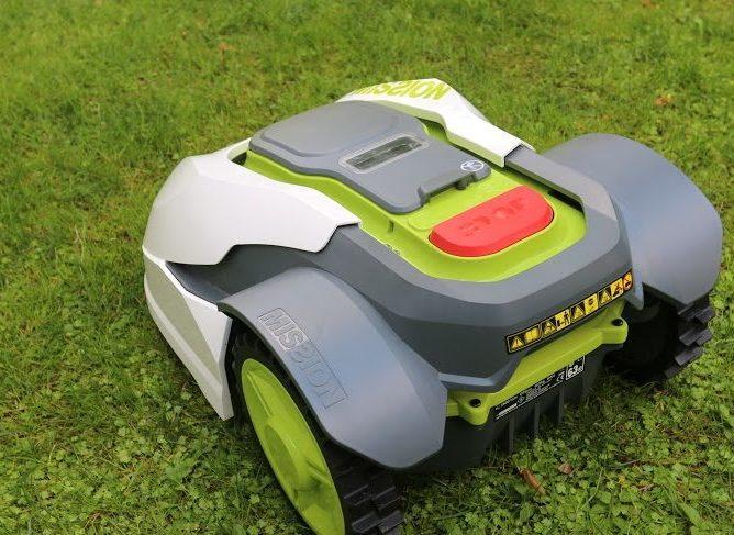 Manutenzione e cura del giardino: maggior risparmio con un robot