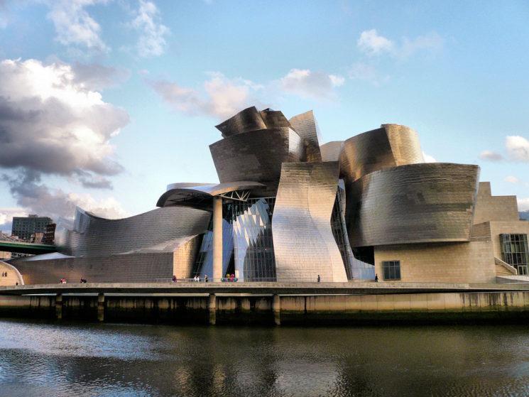 Bilbao fra avanguardia e tradizione, natura, mare e cultura
