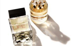 Le nuove esclusive fragranze AVON LIFE per lei e per lui create dallo stilista Kenzo Takada
