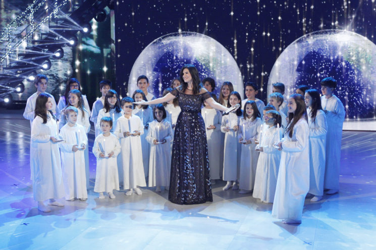 Laura Pausini sceglie Escada per festeggiare il Natale