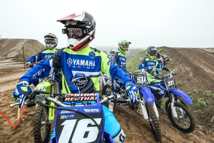 Yamaha: bLU cRU per chi corre e si diverte in pista e in fuoristrada con la propria tre diapason da competizione