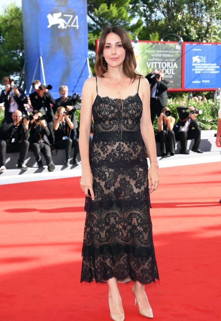 Anita Caprioli in Atelier Emé sul red carpet di Venezia 5e7e84ee3fd9