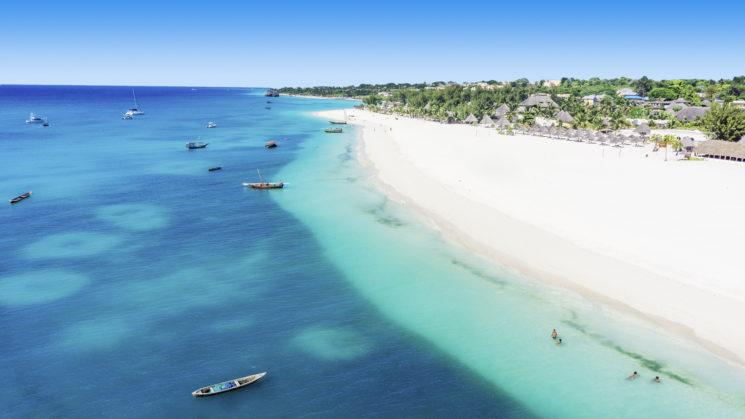 A Zanzibar all' Eden Village Premium Kendwa Beach fra acque turchesi e spiagge bianchissime