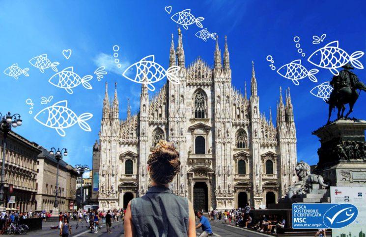 BluFishmob, una miriade di pesci volanti nei cieli di Milano