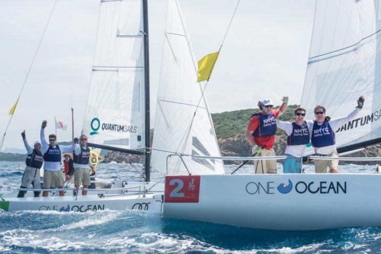 Newport Harbor Yacht Club festeggia la vittoria dell'AUDI Invitational Team Racing Challenge