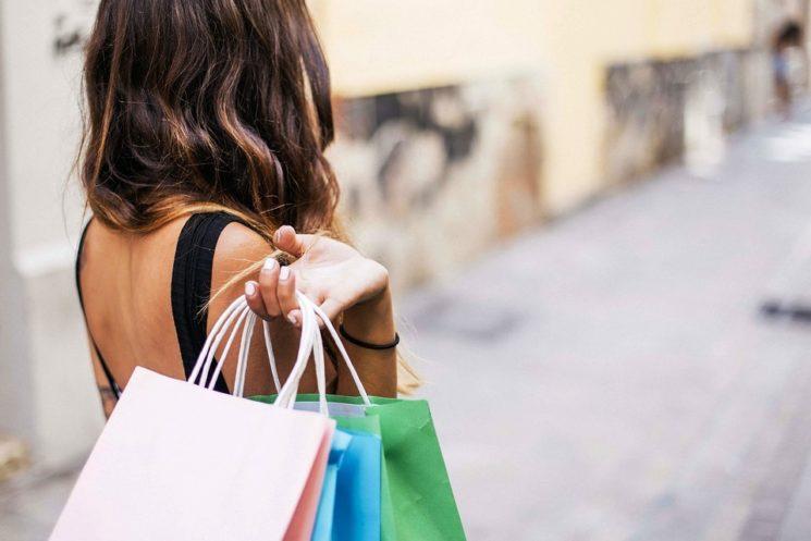 Gli Italiani alle prese con lo shopping