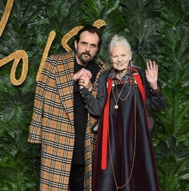 A Vivienne Westwood il premio Swarovski for Positive Change ai British Fashion Awards 2018