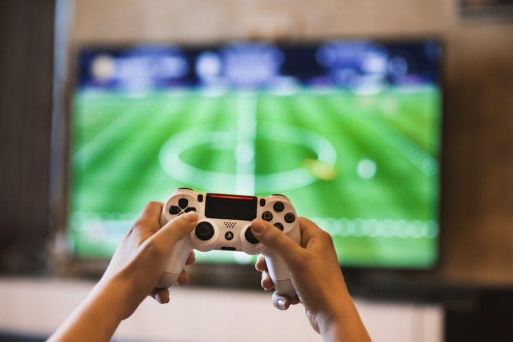 Videogiocare al tempo di internet: com'è cambiato il mondo del gaming con l'avvento del web