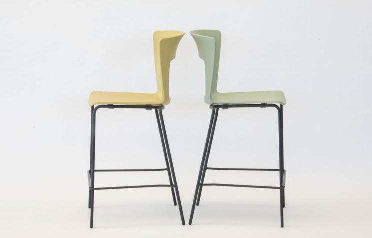 Lilia: nuovi colori per sgabelli e sedie di design Riflessi