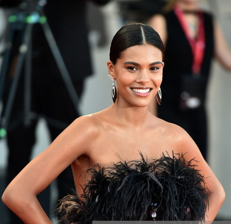Per Tina Kunakey hair beauty look Cotril a Venezia 76
