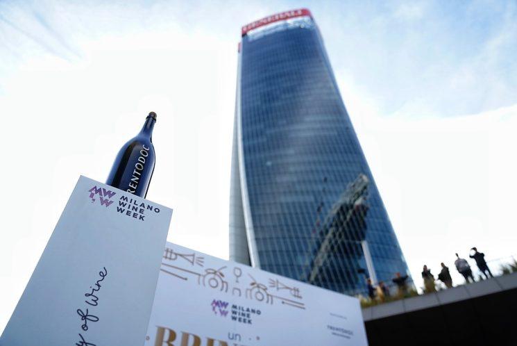 """""""Milano Wine Week"""" al via con il brindisi dei record a CityLife"""
