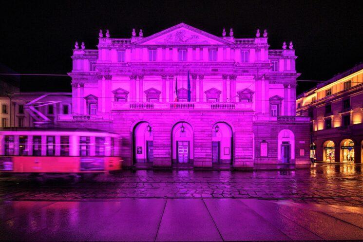 Il Teatro alla Scala si illumina di rosa per dare il via alla Breast Cancer Campaign