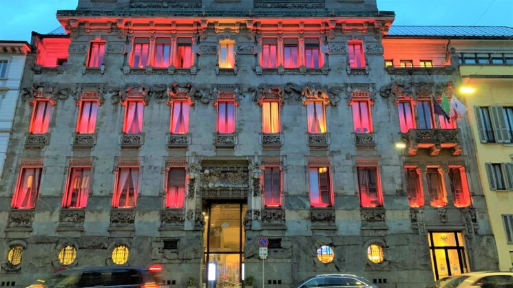 Palazzo Castiglioni (Confcommercio Milano) si illumina di rosa a sostegno di Pink is Good
