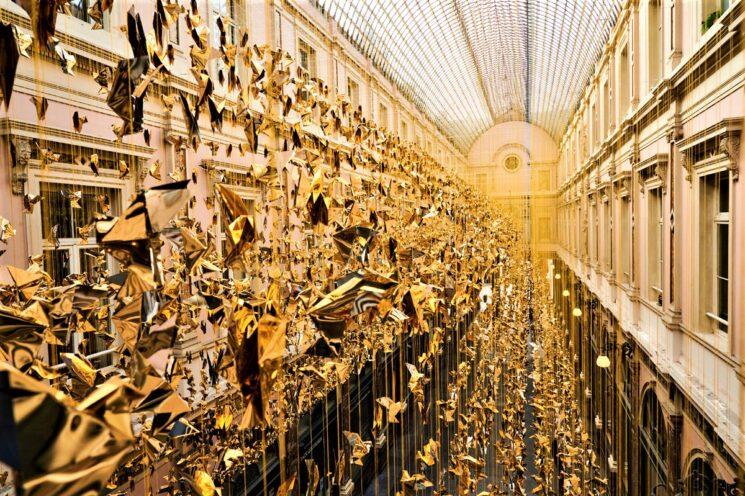 Bruxelles illuminata da 50.000 colombe per un Natale solidale