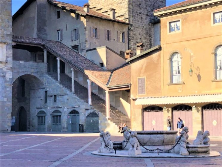 Con Rigoni di Asiago la fontana Contarini a Bergamo tornerà al suo splendore