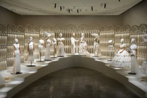 Alla Mediateca di Holon la più grande mostra di moda del Museo del Design di Holon: The Ball