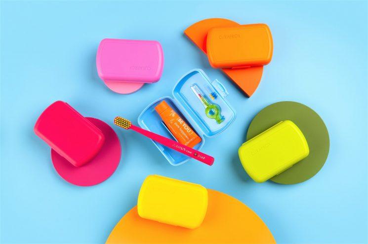 Travel kit di Curaprox per l'igiene orale quando si è fuori casa
